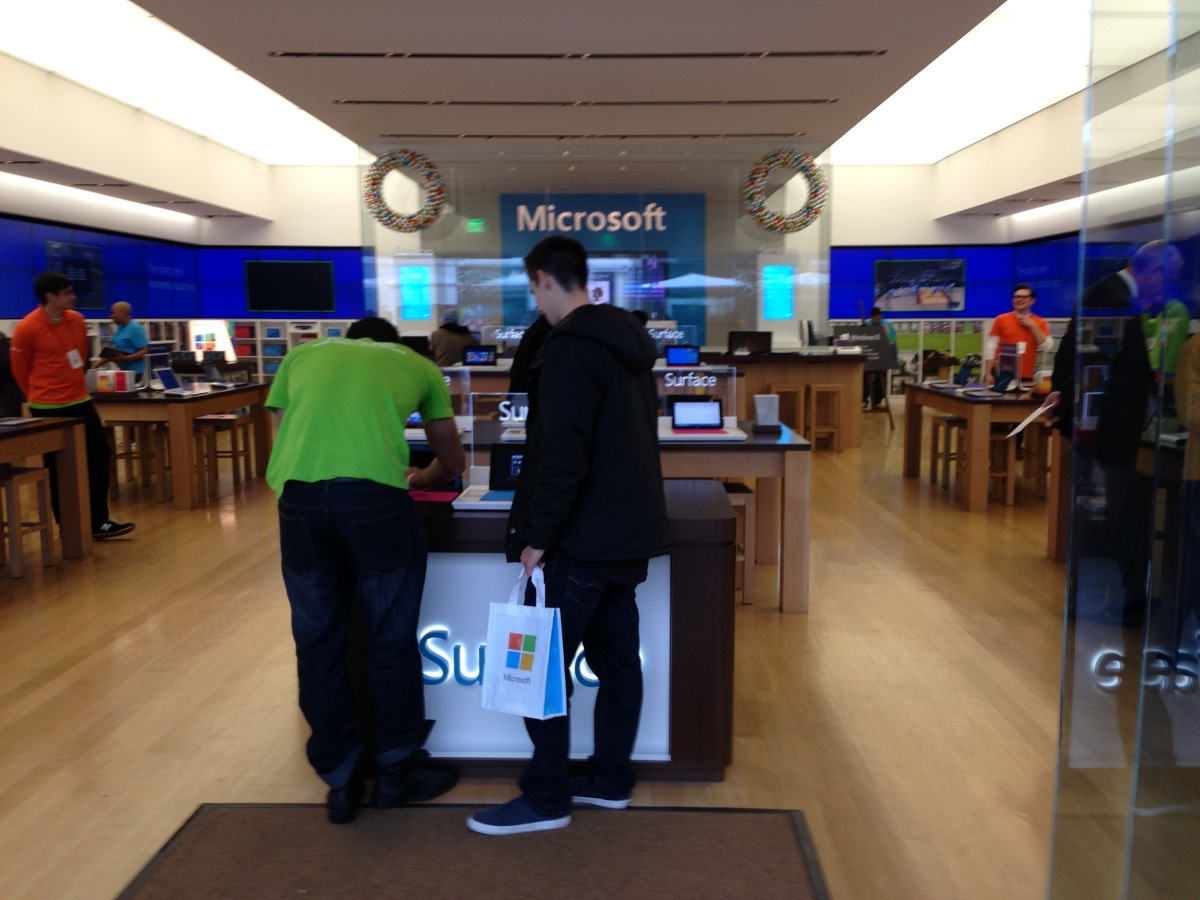 More chiefs than indians at the Microsoft store.